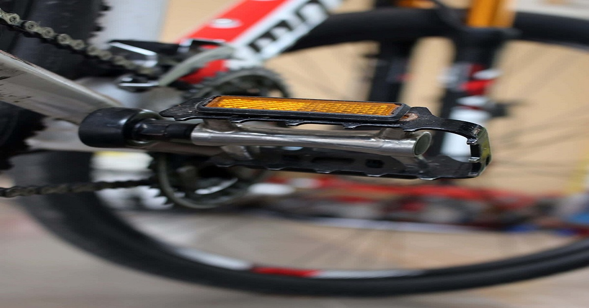 Best Flat Pedals for Road Bike in 2020 [Top 10 Reviews] 1
